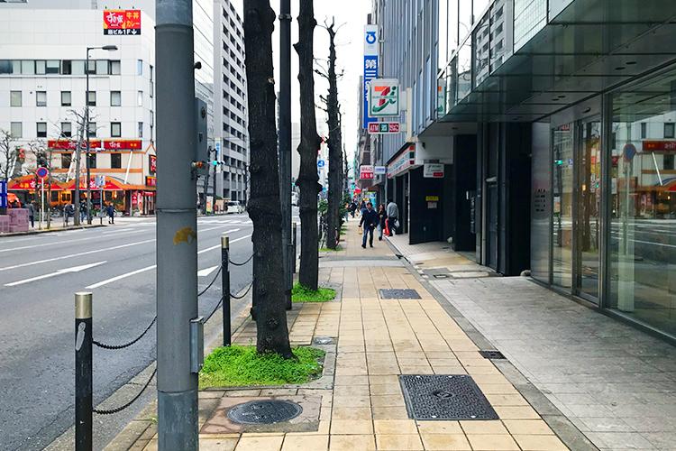 大阪 堺筋の道路を北方向に進む
